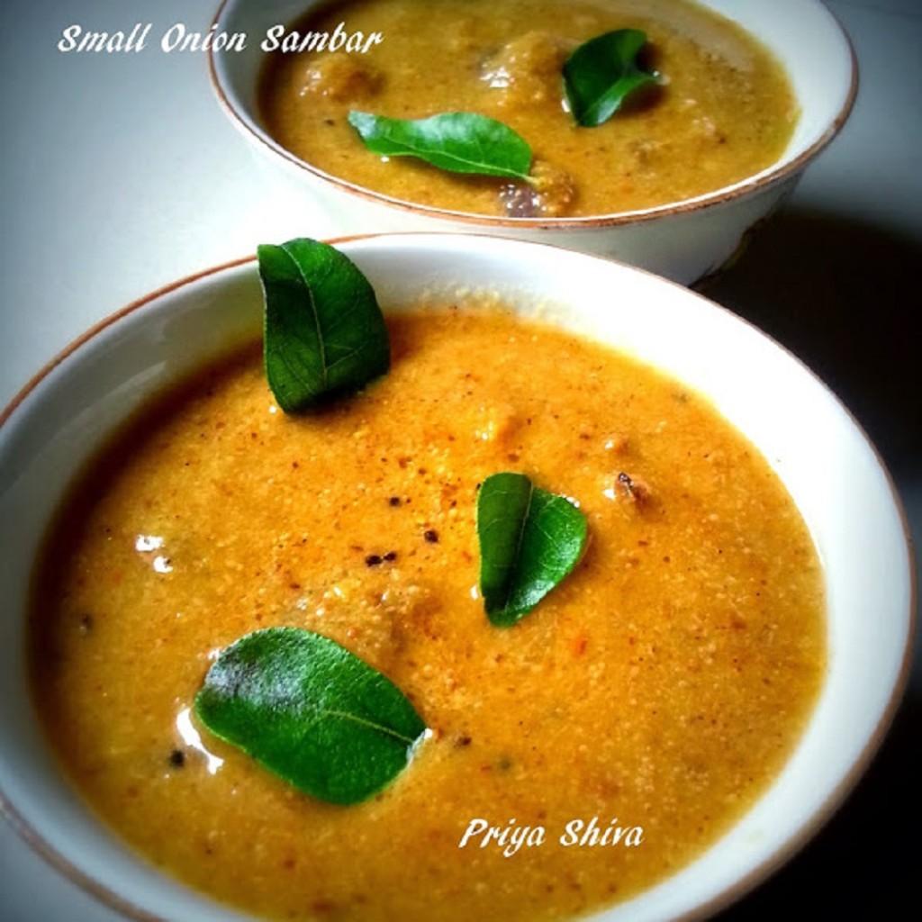 Small Onion Sambar / Arachuvitta Vengaya Sambar