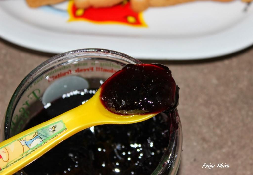 Black grapes Jam / Easy Microwave Black Grapes Jam