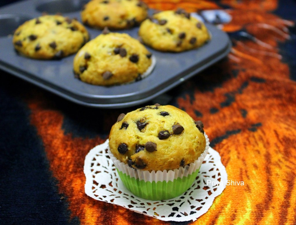 Eggless Orange Chocolate chip Muffins - PRIYA KITCHENETTE