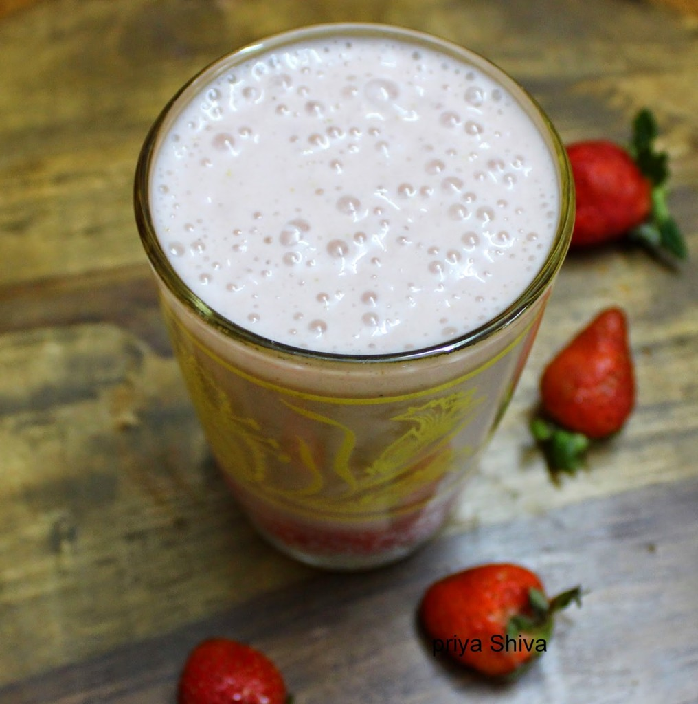 Banana Strawberry Almond Milk Smoothie