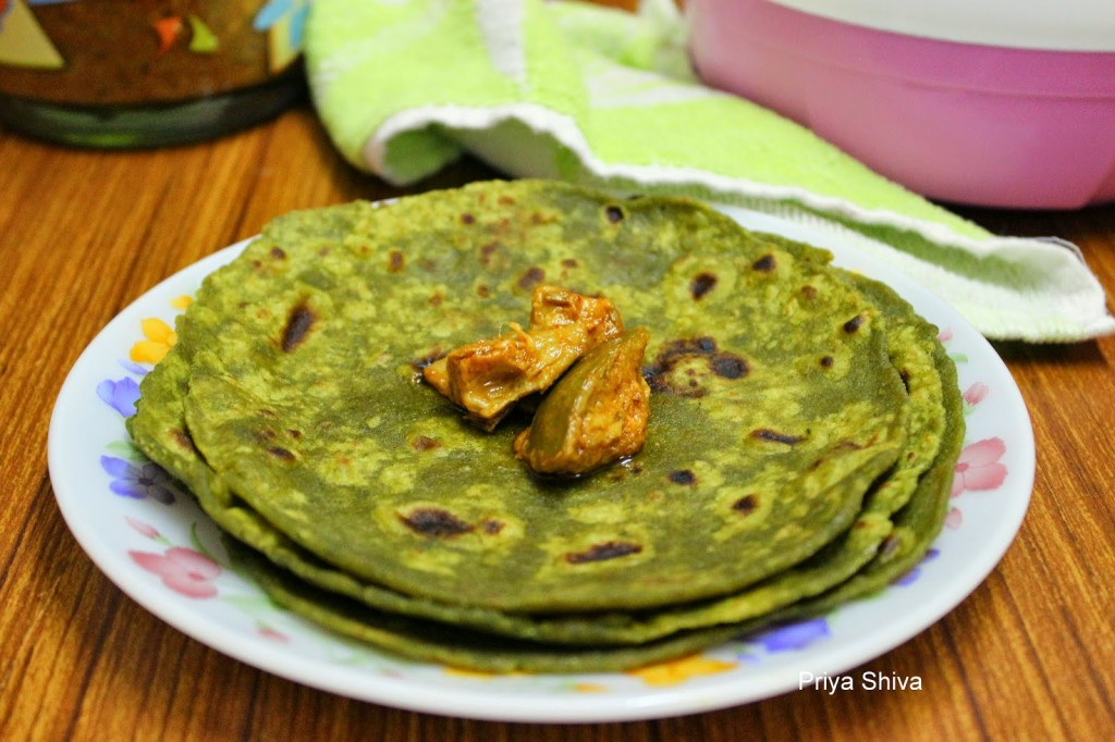 Palak Thepla / Spinach Thepla